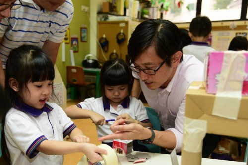 MOS Teo at the Little Skool-House@OCBC Centre