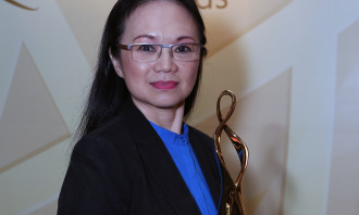Nancy Tan_Regional winner of UOBs inaugural Customer Commitments Awards 2016