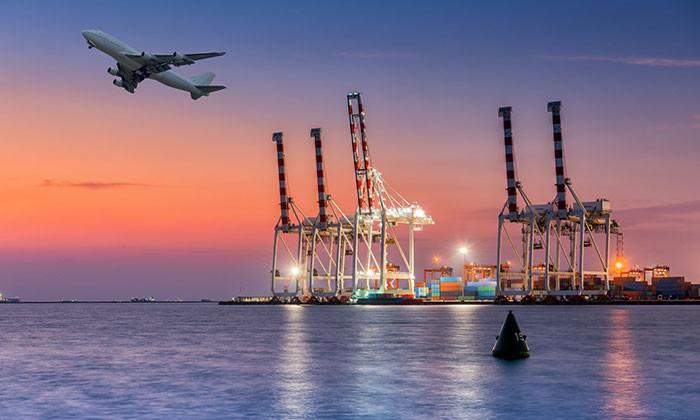 Singaporean economic indicators - picture of airplane taking off during sunset