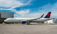 Delta Air Lines plane, hr