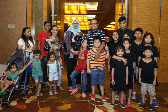 Beneficiaries-from-AMKFSC-were-invited-to-join-TMs-in-breaking-fast,-an-initiative-under-Marina-Bay-Sands'-CSR-programme-Sands-for-Singapore-_01