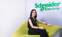 Janet Man portrait_Schneider Electric