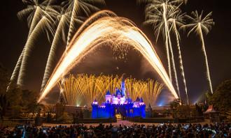 Bridgette_20_11_2017_disneyland fires fireworks workers_123RF