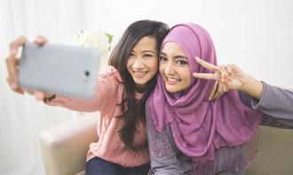 Aditi-Mar-2018-malaysian-youth-graduates-123rf
